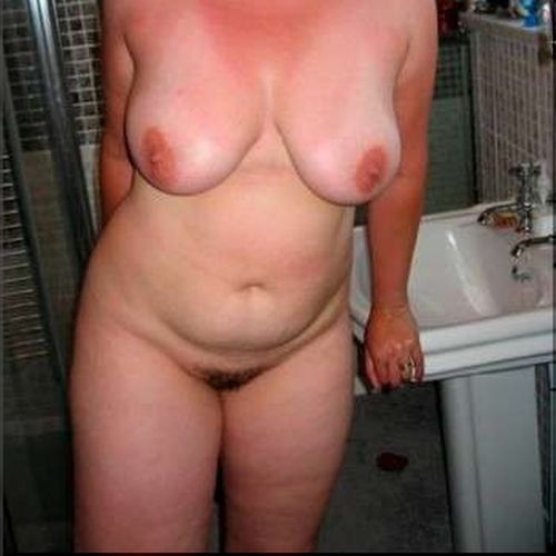Jolie femme chaude désire une bite bien grosse à pomper sur Rennes