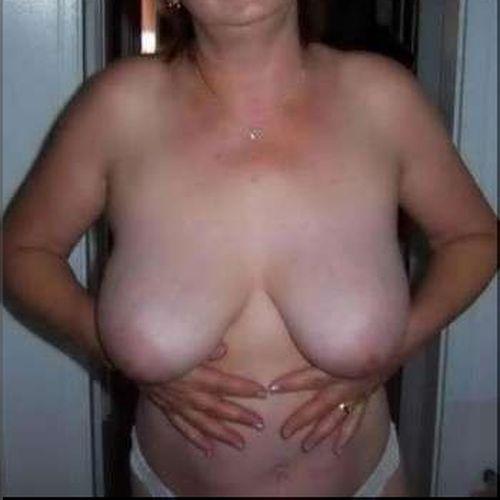 Fille très sexy désire sucer de sexes bien gros à Clermont-Ferrand